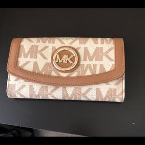 Mk wallet barely used